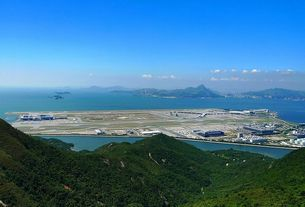 Hong Kong Airport sets new records in transport volume in 2015