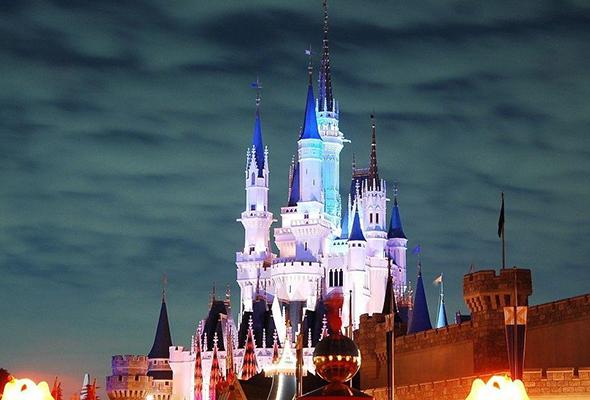 Shanghai Disneyland hiring 10,000 employees for upcoming