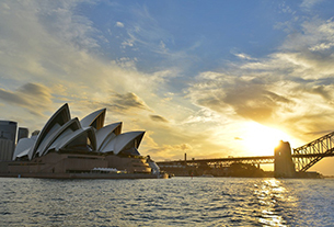 Chinese visitors drive record tourism spending in Australia