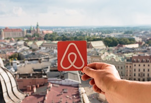 Airbnb puts automatic rental cap on central Paris offers
