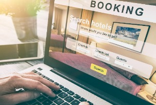Online travel companies still using pressure tactics to panic people into booking