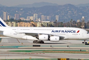 France reduces Chinese flights to Paris in tit-for-tat row